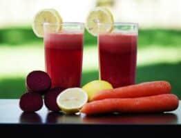 La consommation de jus de fruits et légumes crus fait partie intégrante de la naturopathie