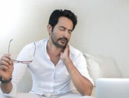 Hernie cervicale : les traitements alternatifs pour se soulager